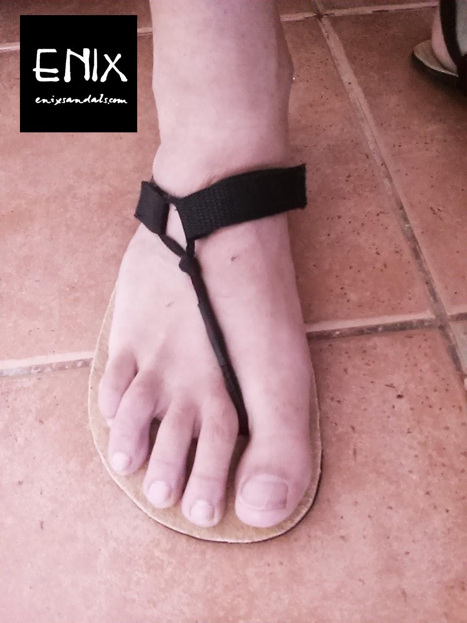 como atar las sandalias enix paso 4