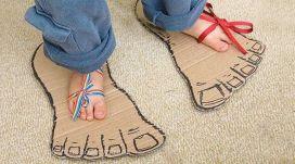 El niño con pies de adulto
